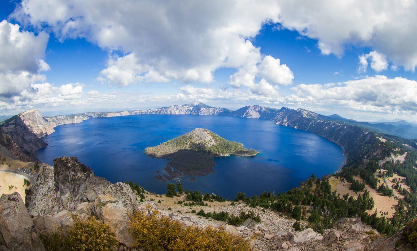 Crater Lake v Oregonu   wollertz/123RF.com