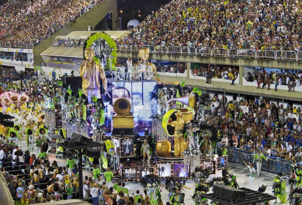 Masopustní průvod v Rio de Janeiro v The Sambadrome Marques de Sapucai | charles03/123RF.com
