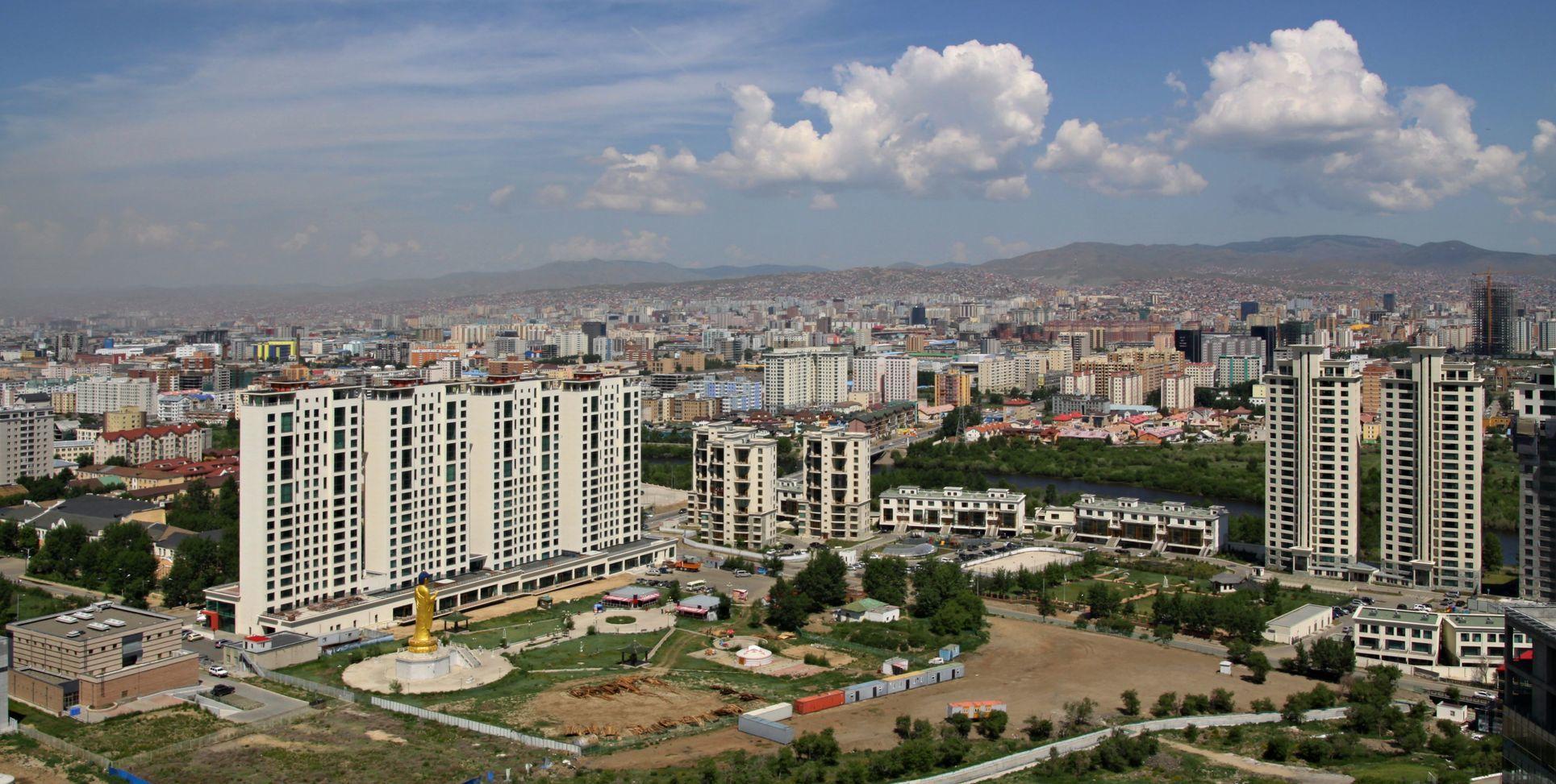 Nová výstavba budov v hlavním městě Ulaanbaatar v Mongolsku | jnerad/123RF.com