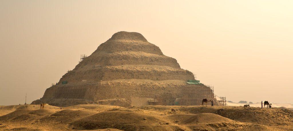 Stupňovitá pyramida Džosera v egyptské Sakkáře | jgaunion/123RF.com