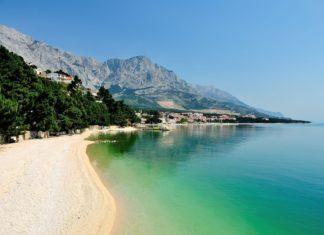 Chorvatská pláž nedaleko města Brela | dalmatianworks123rf/123RF.com