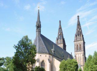 Kapitulní kostel sv. Petra a Pavla a Vyšehradský hřbitov | bopra77/123RF.com