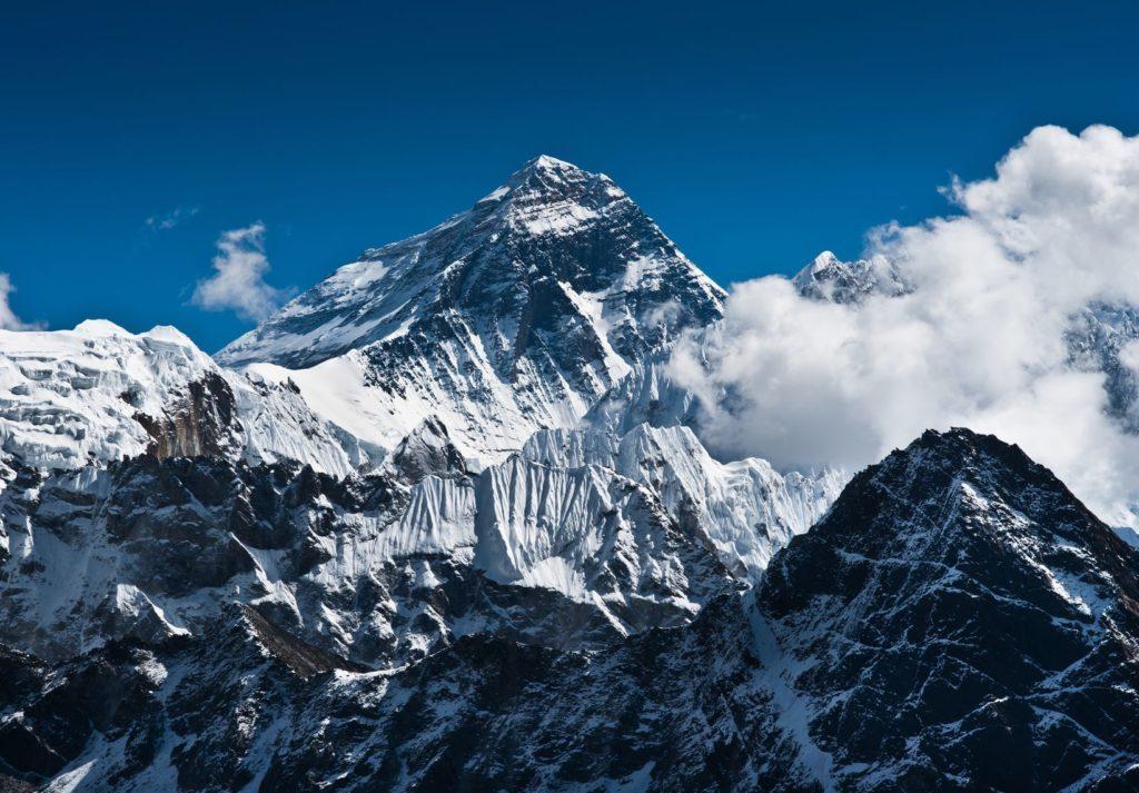 Pohled na nejvyšší horu světa Mount Everest | arsgera/123RF.com
