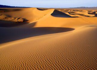 Pouštní krajina pouště Gobi v Mongolsku | luq/123RF.com