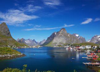 Rybářská vesnice Reine na Lofotech v Norsku | harvepino/123RF.com
