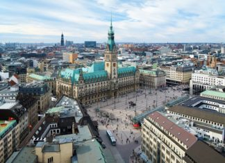 Výhled na Hamburk a městskou radnici | klug/123RF.com