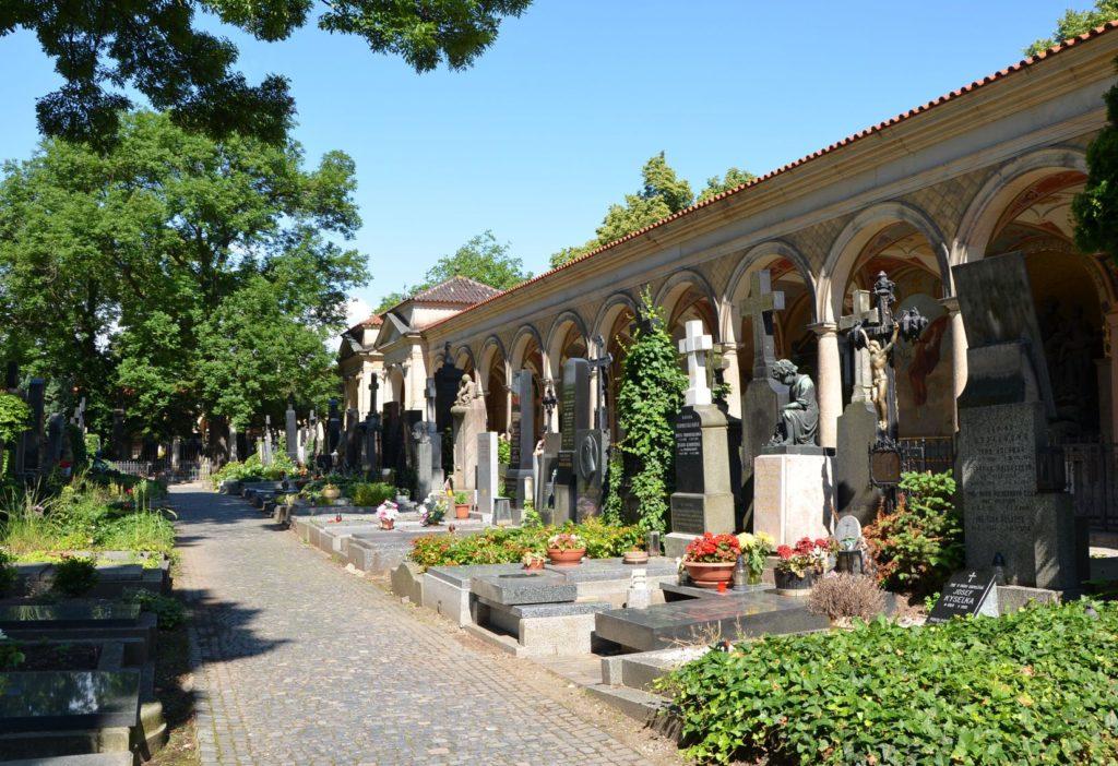 Vyšehradský hřbitov v Praze | bopra77/123RF.com