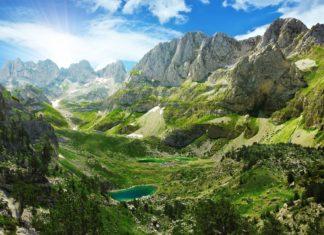 Horská krajina v Albánských Alpách | jahmaica/123RF.com
