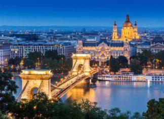 Noční pohled na Budapešť v Maďarsku | kanuman/123RF.com