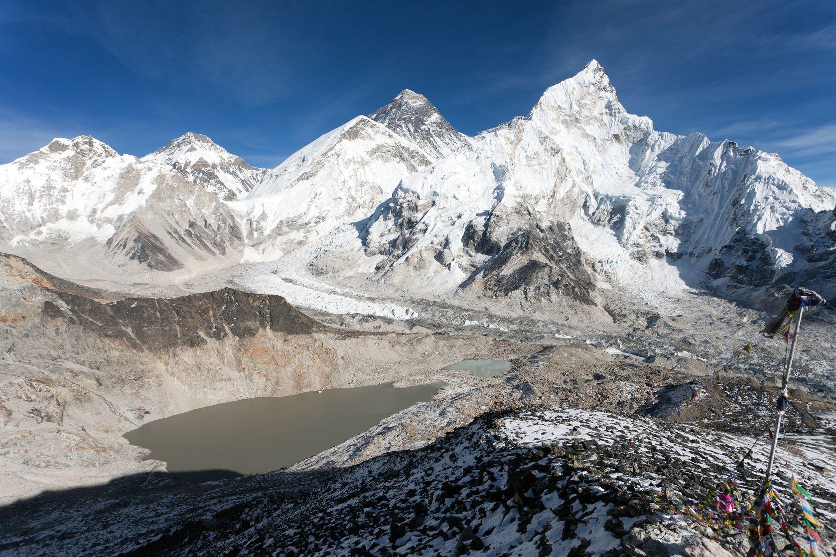 Panoramatický výhled na Mount Everest a Khumbu ledovec | prudek/123RF.com