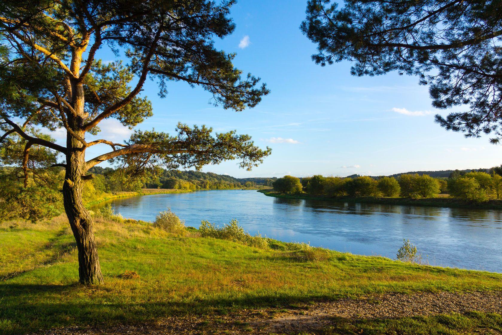 Podzimní krajina v okolí řeky Neris v Litvě | dacosta/123RF.com