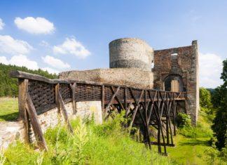 Zřícenina hradu Krakovec v České republice | phbcz/123RF.com