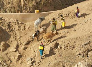 Etiopské ženy s nádržemi na vodu | ajlber/123RF.com