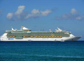 Výletní loď Royal Caribbean International   jiawangkun/123RF.com