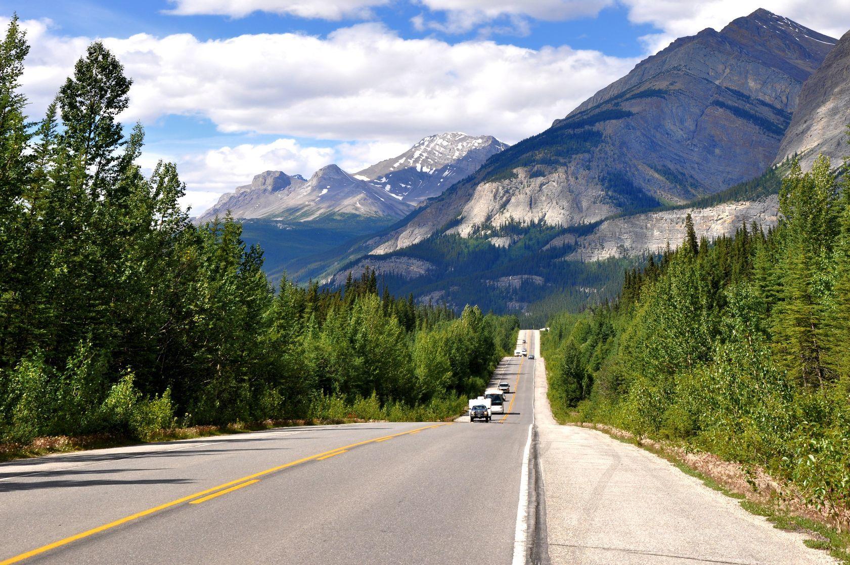 Icefields Parkway | eddygaleott/123RF.com