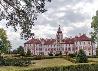 Zámek Mnichovo Hradiště | tlamic/123RF.com