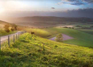 Anglická krajina při západu slunce | veneratio/123RF.com