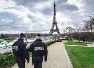 Bezpečnost ve Francii | dogstock/123RF.com