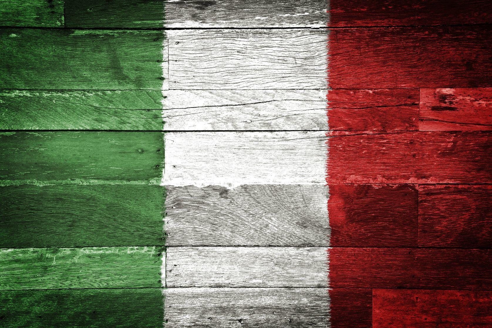 Italská vlajka namalovaná na dřevě | pockygallery/123RF.com