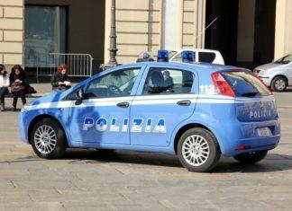 Italské policejní auto   noodles73/123RF.com