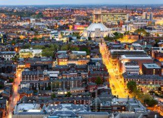 Letecký pohled na Liverpool | sakhaphotos/123RF.com