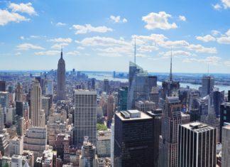 Letecký pohled na Manhattan v New Yorku | rabbit75123/123RF.com