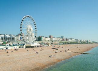 Pláž v Brightonu | whitestone/123RF.com