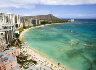 Pláž Waikiki na Havaji | chrishowey/123RF.com