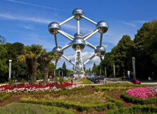 Model Atomium v Bruselu | chrisdorney/123RF.com