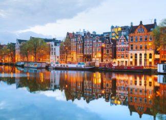 Noční pohled na Amsterdam | andreykr/123RF.com