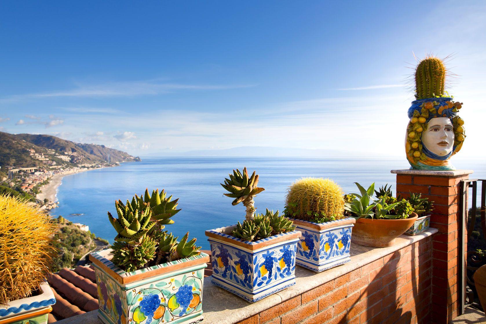 Krajina na pobřeží Sicílie | lachris77/123RF.com