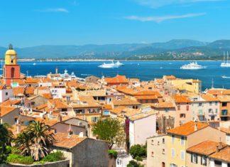 Krásný výhled na Saint-Tropez ve Francii | liligraphie/123RF.com