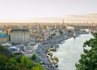 Kyjev a pobřeží řeky Dněpr na Ukrajině | serhiinikolaienko/123RF.com