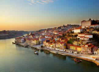 Město Porto u řeky Douro   neirfy/123RF.com