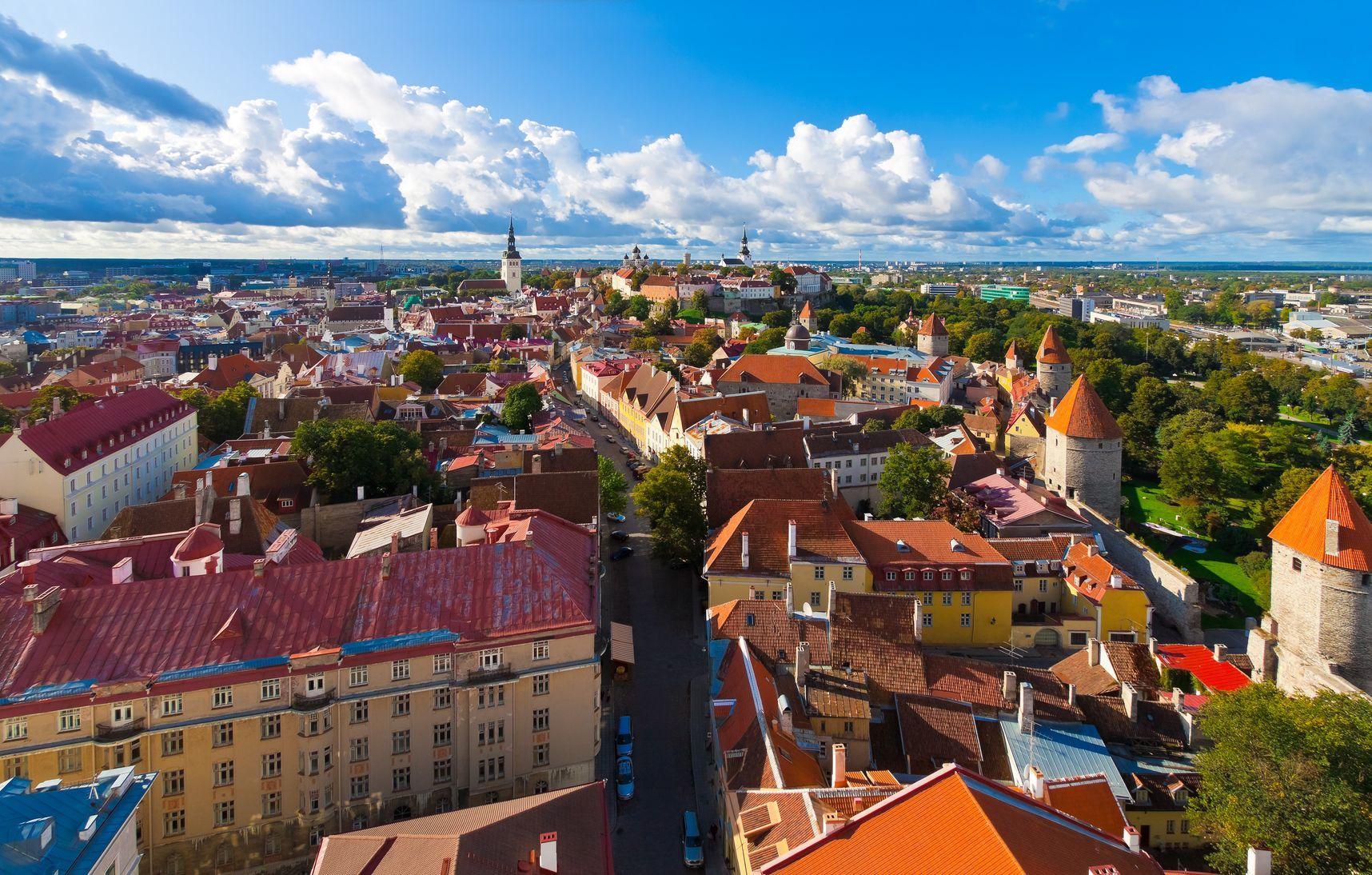 Panorama Tallinu v Estonsku | scanrail/123RF.com
