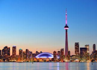 Panorama Toronta při západu Slunce   rabbit75123/123RF.com