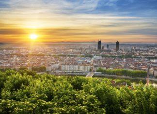 Pohled na Lyon při východu slunce | vwalakte/123RF.com