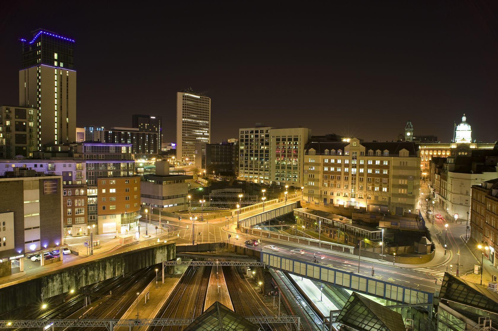 Pohled na město Birmingham v noci | nicunickie/123RF.com