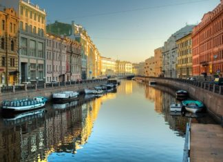 Říční kanál v Petrohradu v Rusku | lkyam/123RF.com
