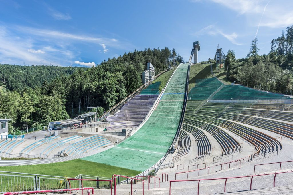Skokanský můstek v Bergisel v Innsbrucku   anibaltrejo/123RF.com