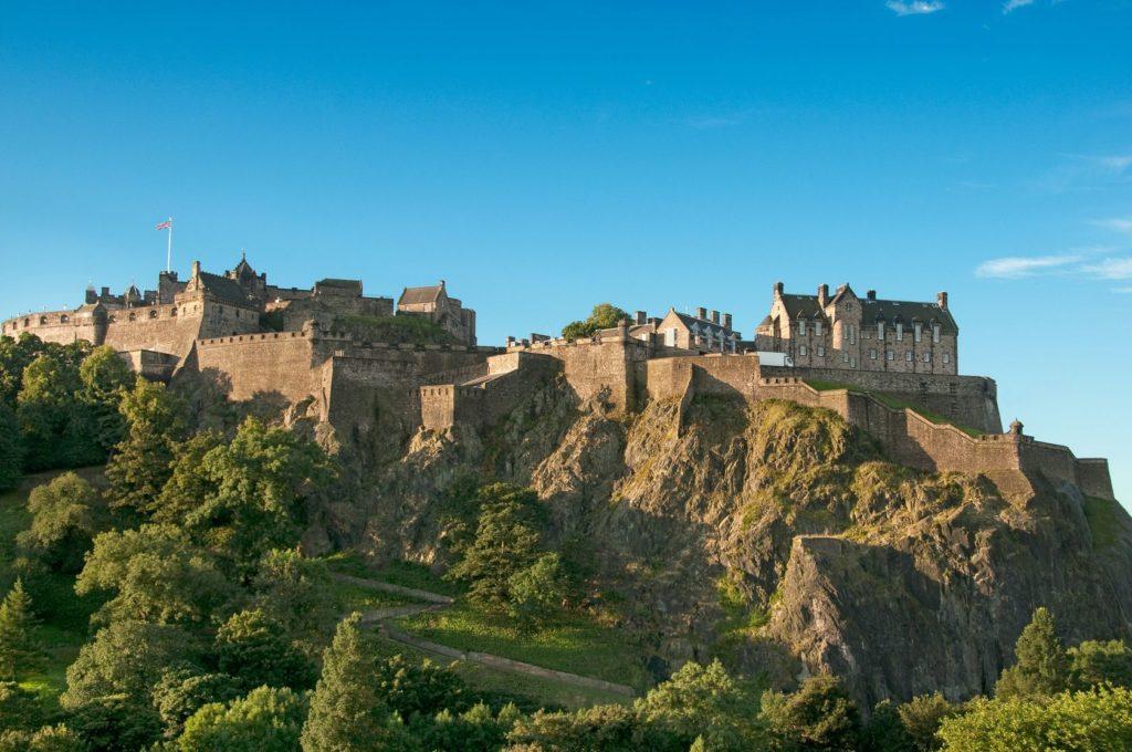 Edinburský hrad ve Skotsku   innocent/123RF.com