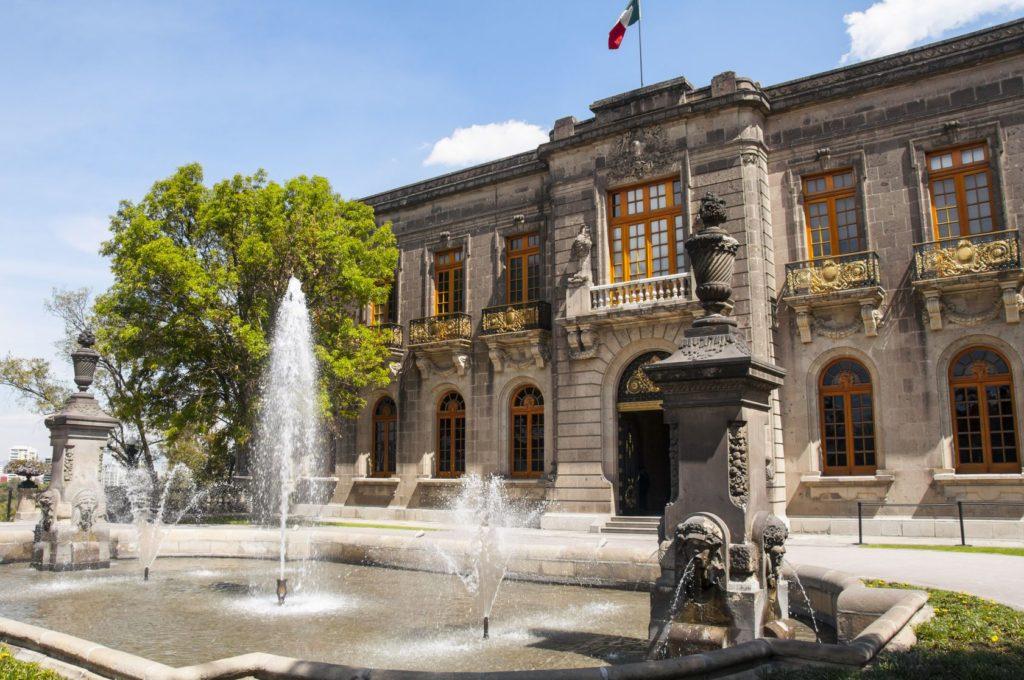 Hrad v parku Chapultepec v Mexico City | albertoloyo/123RF.com
