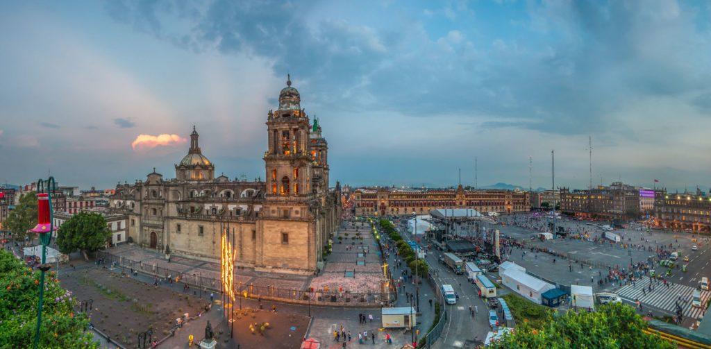 Katedrála a náměstí v historickém centru Zócalo | javarman/123RF.com