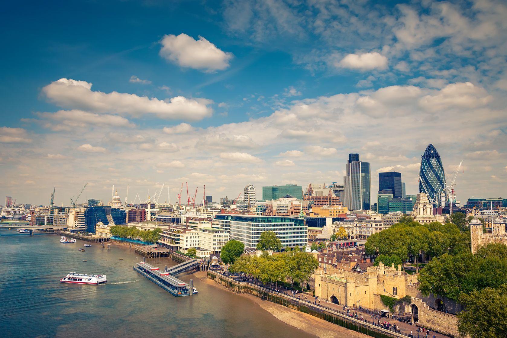 Letecký pohled na město London | sborisov/123RF.com