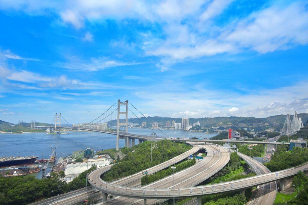 Most Tsing Ma v Hongkongu   cozyta/123RF.com
