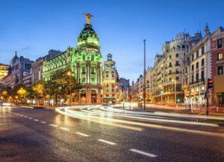 Obchodní čtvrť Gran Via v Madridu | sepavo/123RF.com