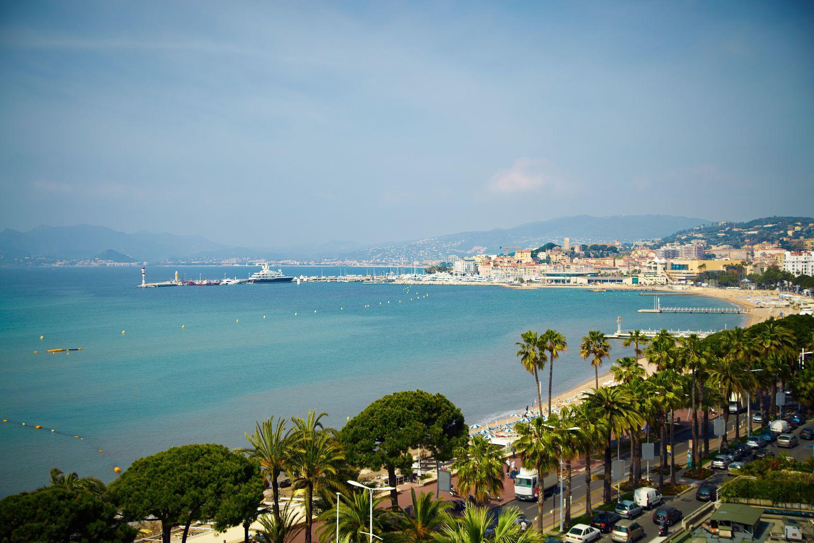 Pobřeží v Cannes ve Francii | iconogenic/123RF.com