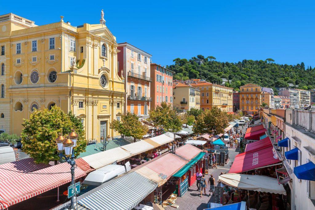 Pohled na tržiště Cours Saleya v Nice | rglinsky/123RF.com
