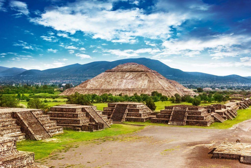 Pyramidy Teotihuacan v okolí Mexico City | photopiano/123RF.com