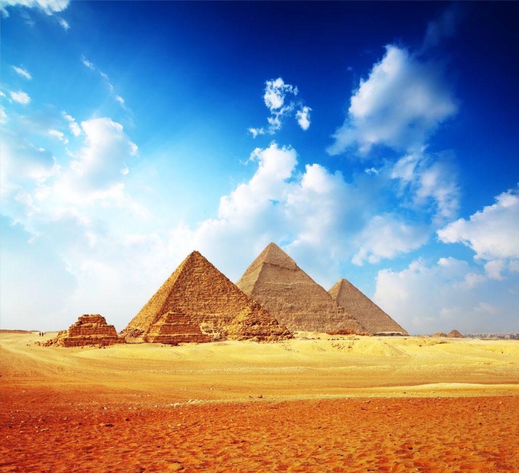 Pyramidy v Gíze v okolí Káhiry | mihtiander/123RF.com